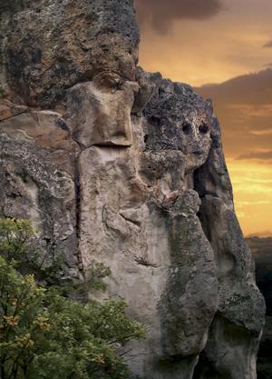 Мистерията на скалните ниши