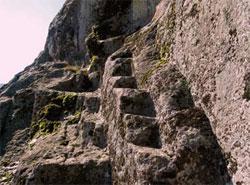 Стълбище, което не води за никъде, използвано за ритуали.